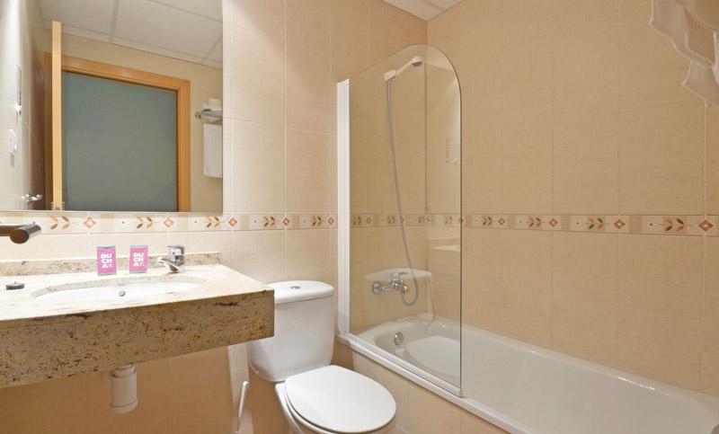 baño bany bathroom hotel fonda el camí cambrils