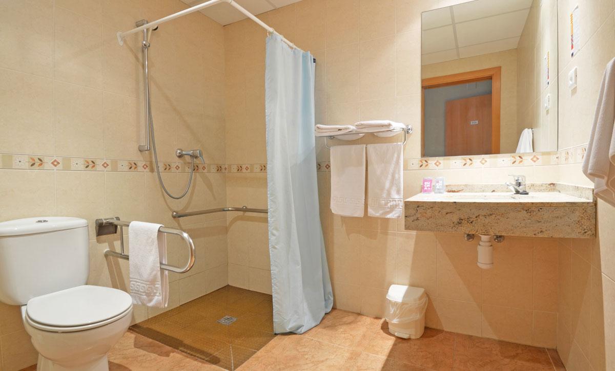hotel fonda el camí habitación doble baño adaptado minusválidos