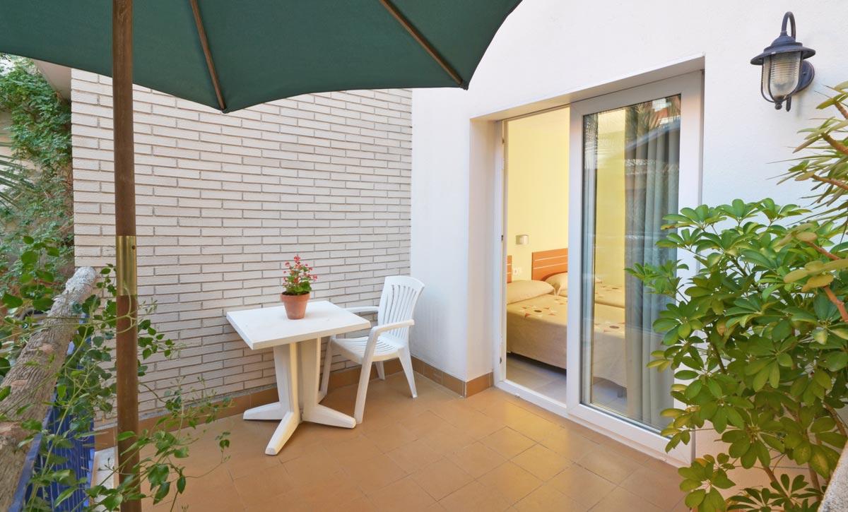 hotel fonda el camí cambrils habitación doble terraza