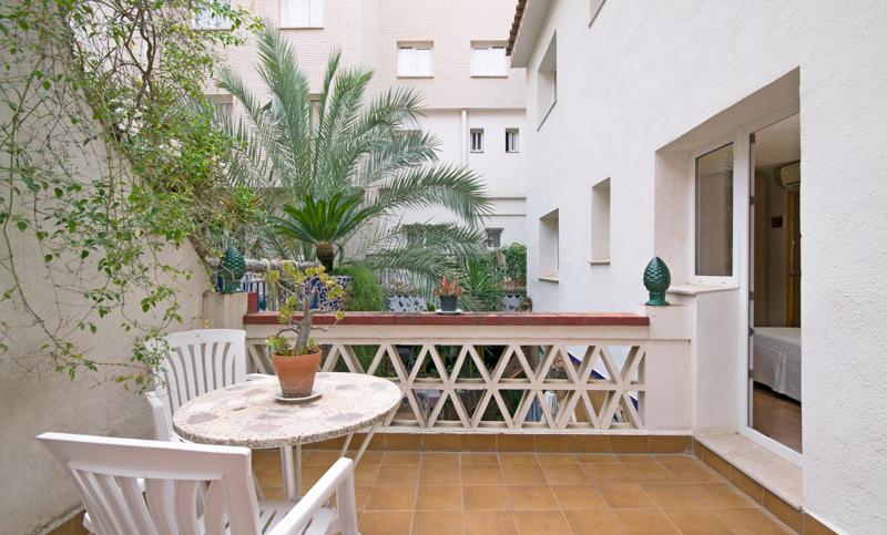 terrassa-habitació-doble-superior-hotel-fonda-el-camí-cambrils