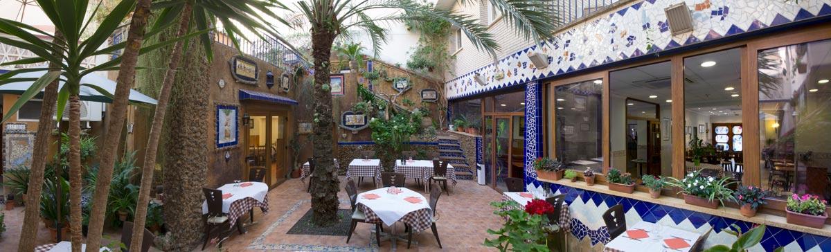 hotel fonda el cami cambrils pati interior restaurant