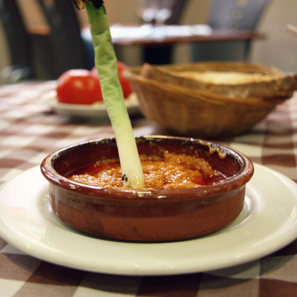 Hotel El camí Cambrils restaurant calçotada calçots salsa romesco tradicional