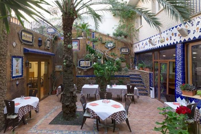 hotel-fonda-el-cami-cambrils-restaurant-pati-interior